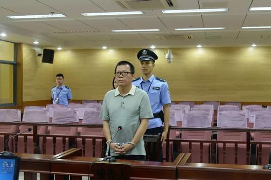 被告人钟宇华在法庭上接受宣判