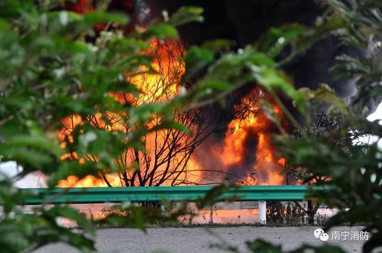 油罐车着火现象