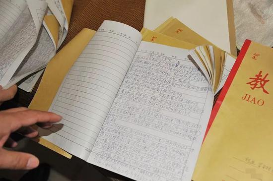 ▲查获开展传销活动笔记本。