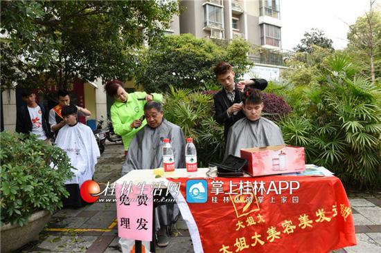 桂林:象山区将军桥社区学雷锋活动受欢迎