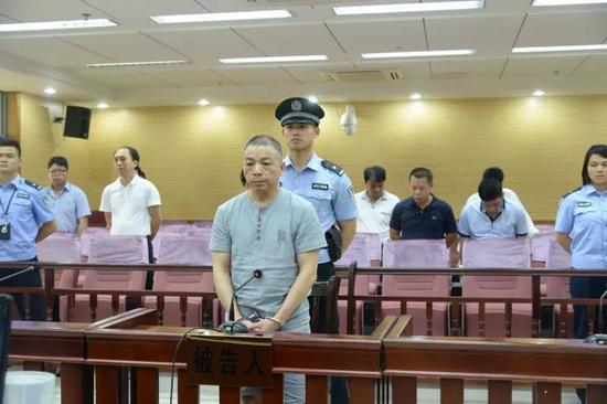 被告人李宁在法庭上接受宣判
