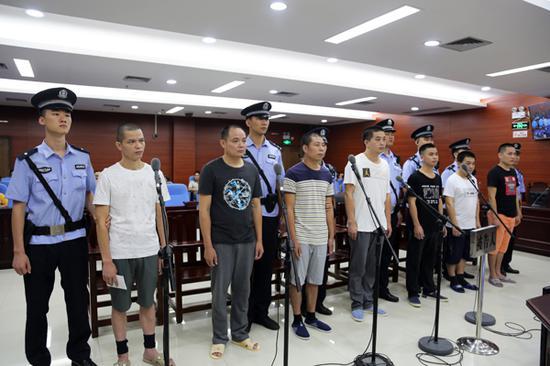 7名被告人受审