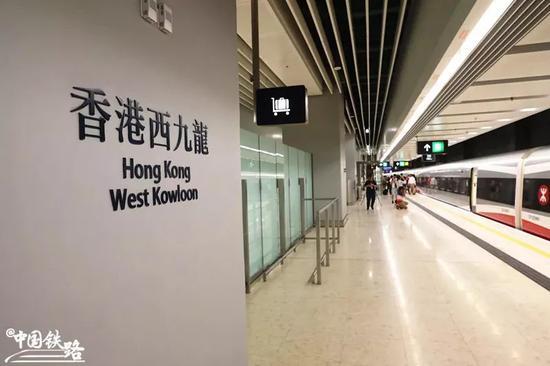 西九龙站站台。新华社记者 吕小炜 摄
