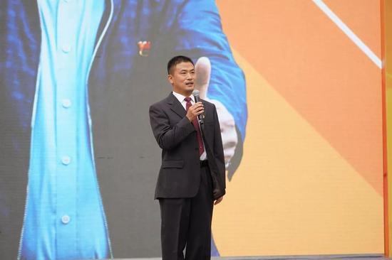 中共融安县委副书记、县长陈文敏发表演讲