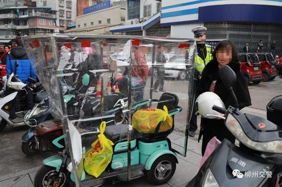 """柳州交警继续严查""""老年代步车"""" 40分钟内查获4辆"""