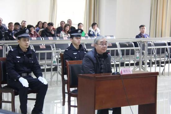 被告人周方出庭受审