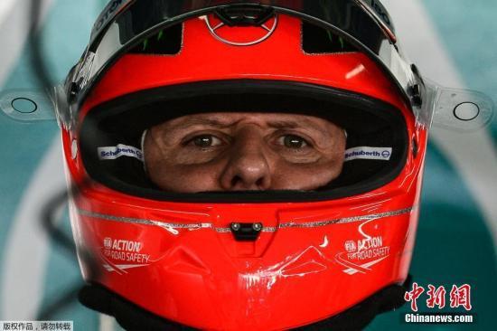 资料图:舒马赫头戴赛车头盔。