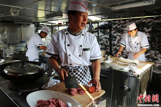 野战饮食快餐化保障试点展开 揭部队舌尖上的改革