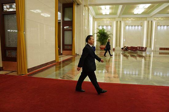 生态环境部部长李干杰步入部长通道。