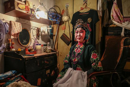 彭绿荣79岁,原桂剧专业演员。