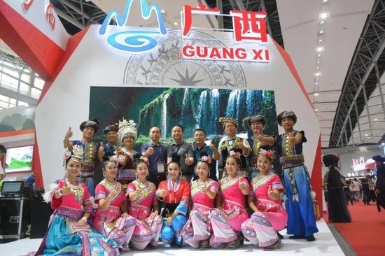 2019广东国际旅游产业博览会融水参展代表团合影