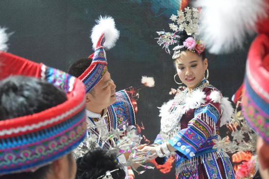 民族歌舞表演——《坐妹》