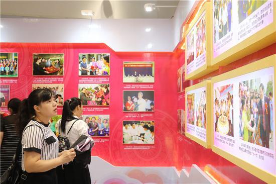 广西妇女事业发展辉煌70周年展以精美的图文展示了广西妇女事业发展的历程和取得的辉煌成就