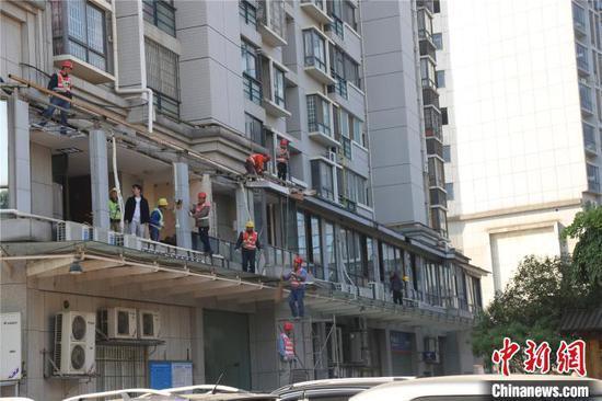 拆你没商量!广西一小区公共通道被建成200平浴足包厢