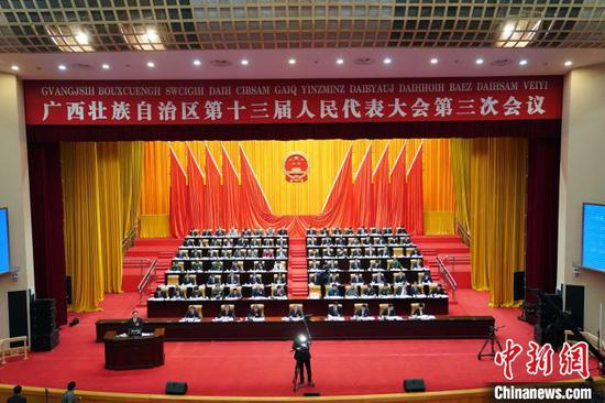 广西壮族自治区十三届人大三次会议现场。 陈冠言 摄