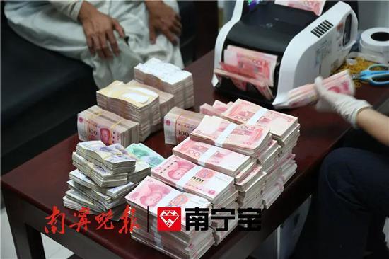 纸箱内装近百万元现金 一货车司机被南宁海关拦下