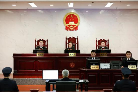 """海南""""大老虎""""被控受贿九千万!昨日在广西受审"""