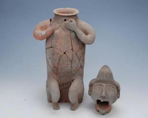 东汉·俑形活动陶流壶