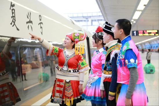 """""""高铁+旅游""""优惠福利 广西这个城市的火车票升值了"""