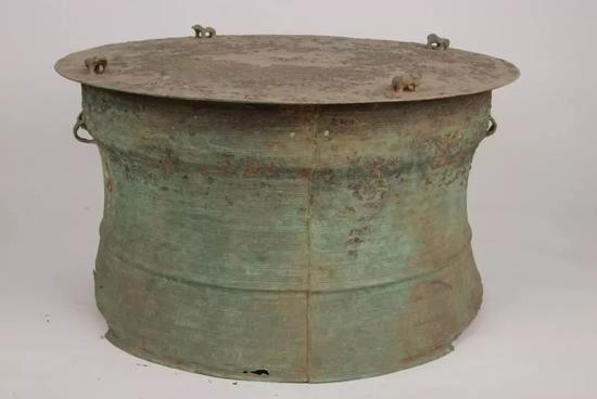 北 流 型 铜 鼓