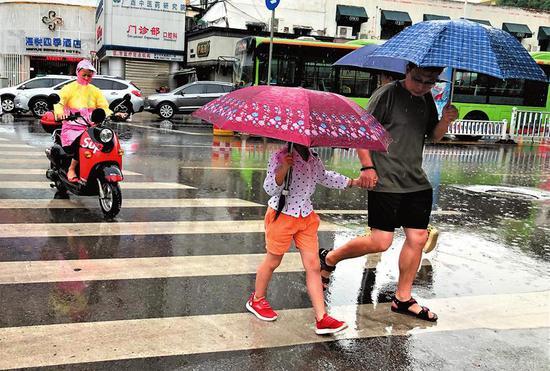 """新一轮强降雨来袭 南宁最高温降到""""2""""字头"""