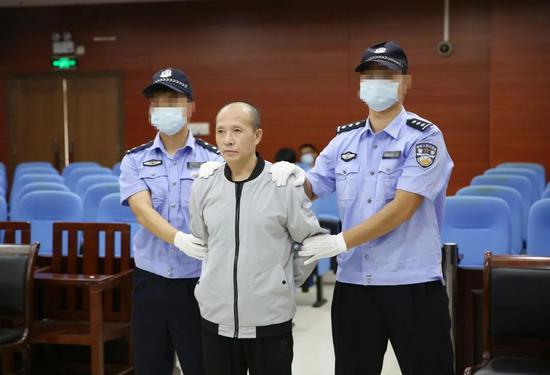 伙同他人抢劫姐夫还杀人抛尸 广西一男子被执行死刑