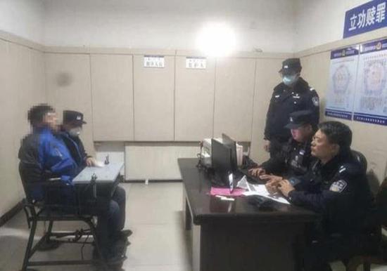 胡某顺被警方抓获。图据内蒙古阿拉善盟阿左旗公安局