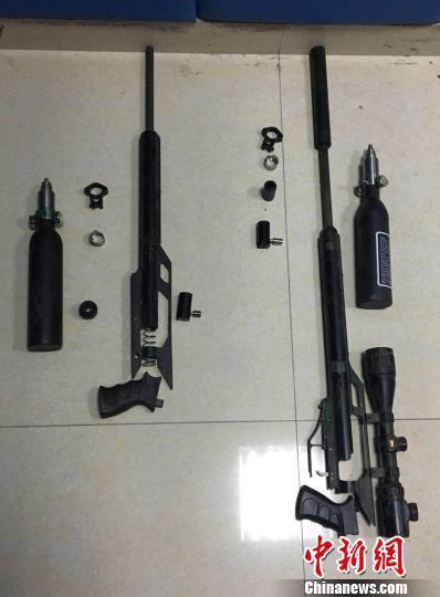 广州警方缴获涉案的气枪及铅弹 通讯员 摄