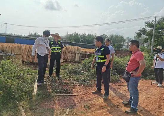 市民投诉南宁一木板厂将污水排到河流 调查结果公布