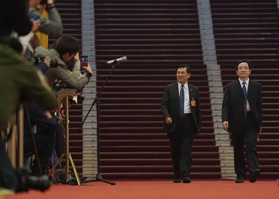 中国民航局局长冯正霖步入部长通道。