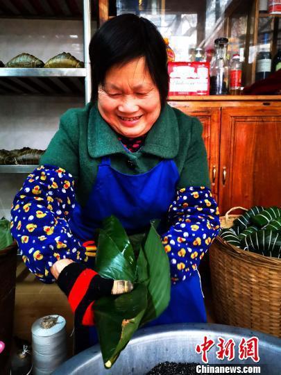 熊之初工坊的手工粽子。 高东风 摄
