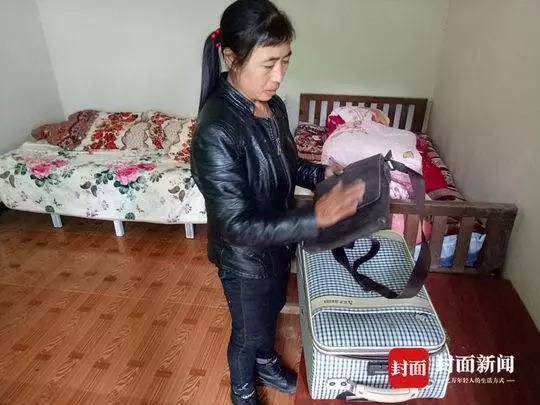 张贵华被逮捕后,父母从警方处领回了他的箱子。