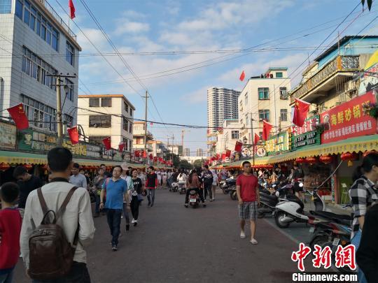 图为北海市侨港越南风情一条街。 翟李强 摄