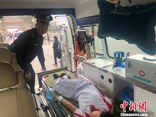 东兴:中越跨境救助平台显效 两名越南女孩获救