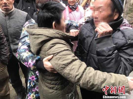 陈莲妍走失18年后终于和父亲团聚 浦江公安提供 摄