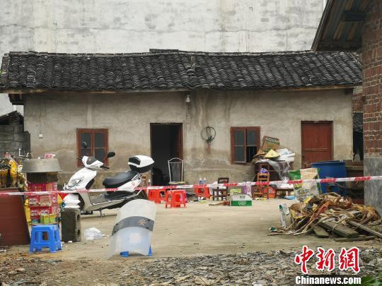 图为柳州市黄岭村汶村的案发现场。 朱柳融 摄