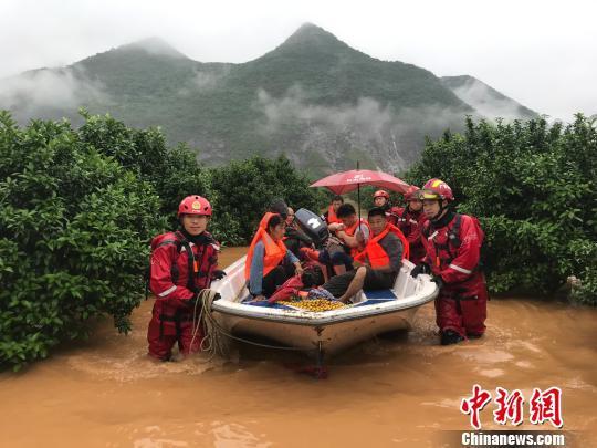 图为桂林兴安县严关镇发生洪涝灾害。  都春雷 摄