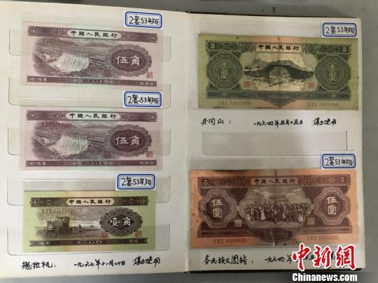 五千元人民币换回一堆假币。上海静安公安供图
