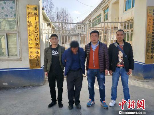 强奸女学生后躲藏17年的冯某某被警方抓获。 黄国伟 摄