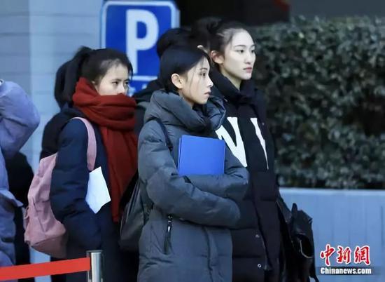 候考的学生。北京电影学院供图