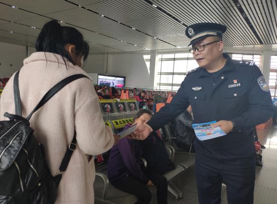 悲痛!来宾北站派出所教导员杨智因公牺牲年仅44岁