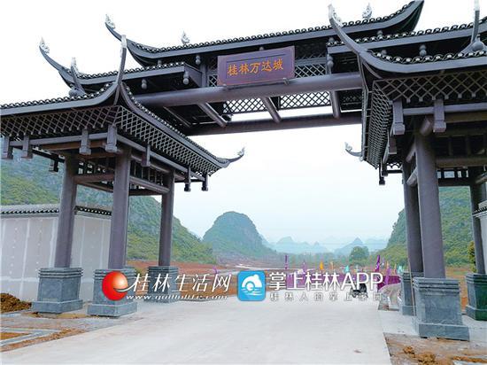 位于桂阳公路旁的万达文化旅游城正在加紧建设。记者桂晨 摄