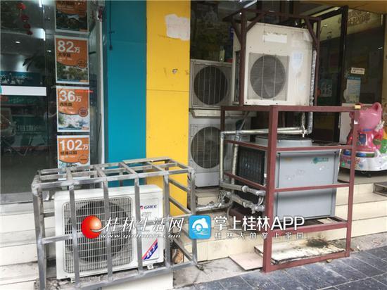 桂林信义路46台空调外机热风猛吹 行人热不堪言