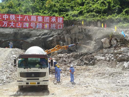 贵南高铁广西段10个施工标段全部开工 工程进度加快