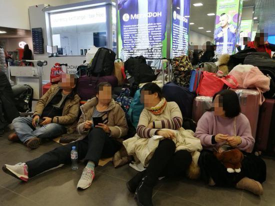 游客滞留机场