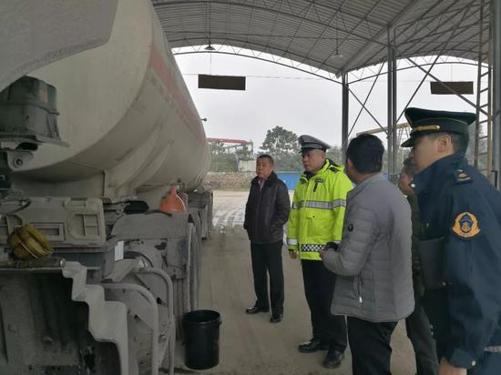 敲响警钟!柳州17家高风险运输企业被约谈