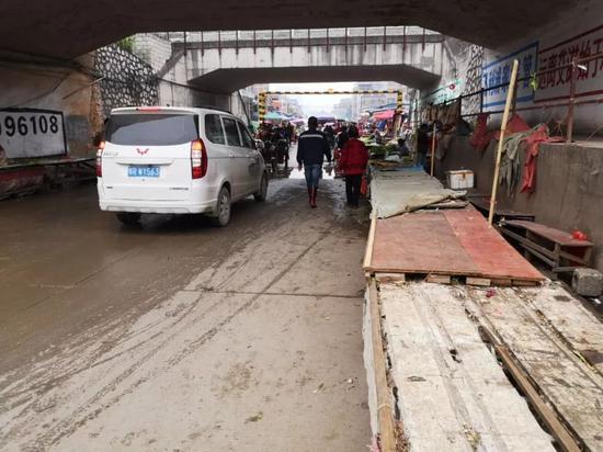 (六八村马路市场,拍摄于3月12日)