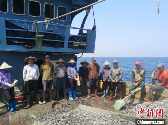 """广西严打""""海底犁地""""式非法捕捞 海警查获多起案件"""