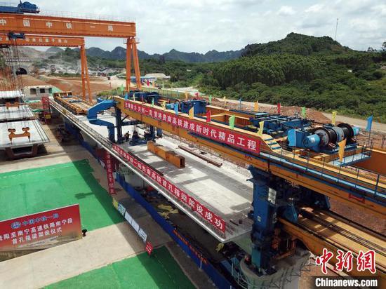 贵南高铁广西段桥梁工程进度过半 全线预计2023年建成