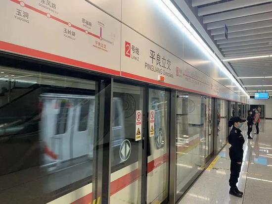 八桂黄真容抢先看!南宁首批300名市民试乘地铁4号线